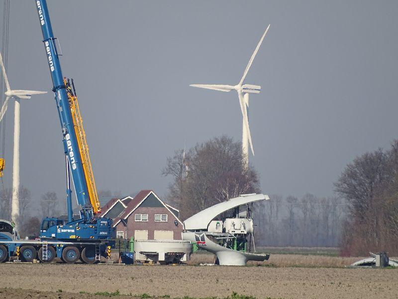 27 februari 2018; windmolen 4 wordt ontmanteld