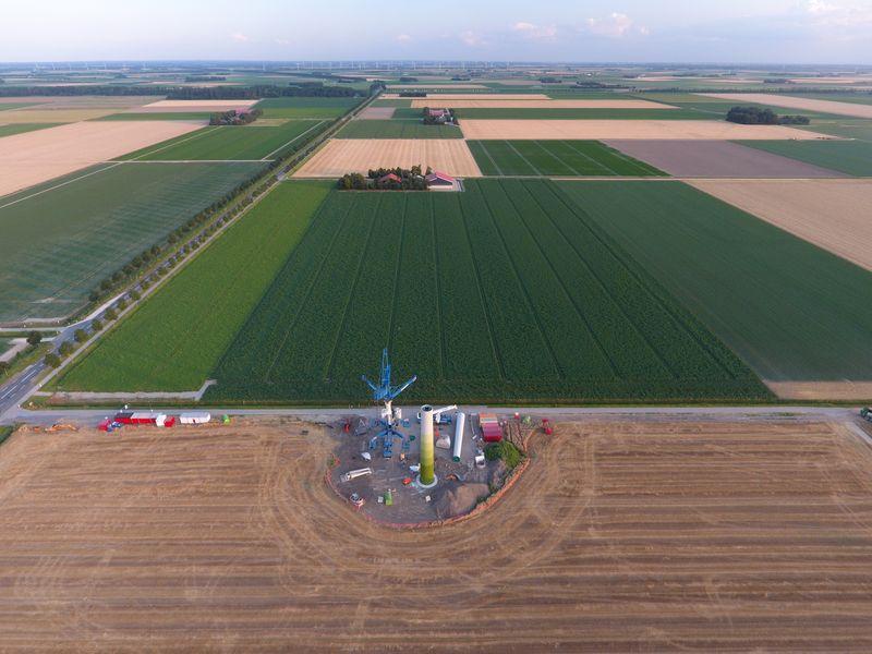 30 juli 2019; opbouw eerste windmolen