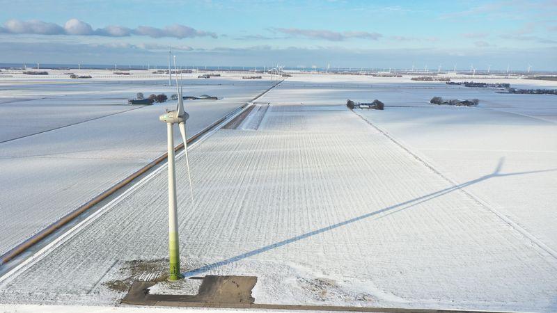 11 februari 2021; windmolens in de sneeuw